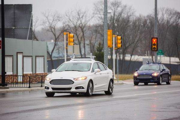 Ford presenta en el CES 2016 sus novedades en conectividad, drones y autos autónomos