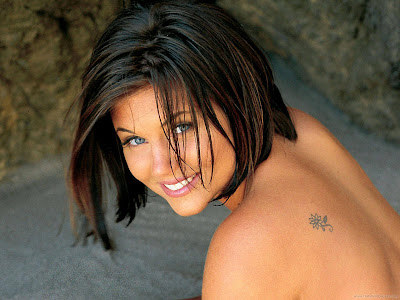 Tiffani Thiessen Hollywood Actress Glamour Wallpaper-1600x1200-02