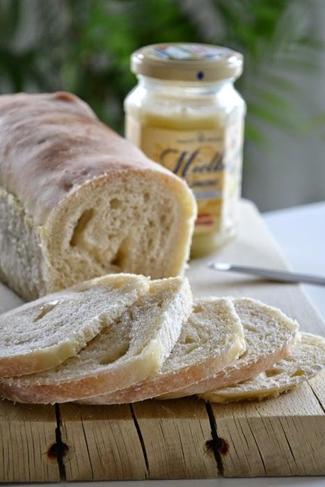 rotolo di pane al miele al limone  con pasta madre