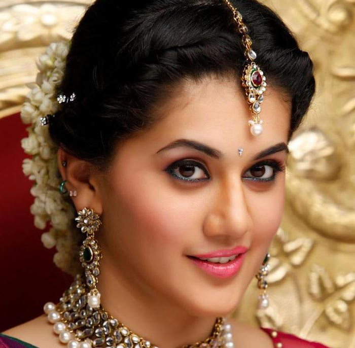 Taapsee Pannu Actress in MT WIKI Top 10 Bollywood Actress List, photo