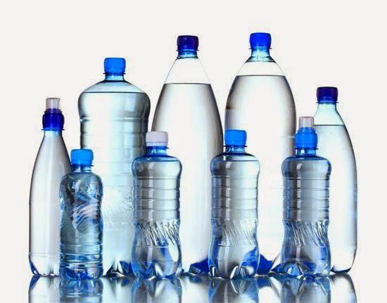 Realt o fantasia acqua in bottiglie di plastica che for Serbatoio di acqua calda in plastica