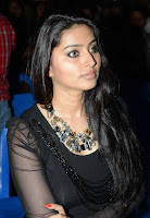 Sneha in Tight Black T-Shirt Spicy Pics at Dabur Amla Nelli Hair Contest