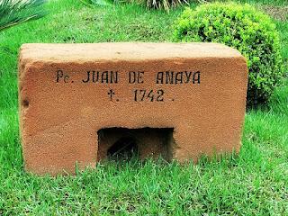 Lápide do padre jesuíta Juan de Anaya, morto em 1742, em São Borja.