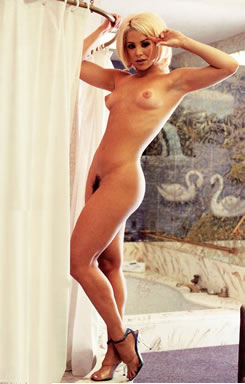 Full figure mature nude