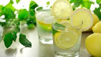 Γιατί πρέπει να πίνουμε ζεστό νερό με λεμόνι!