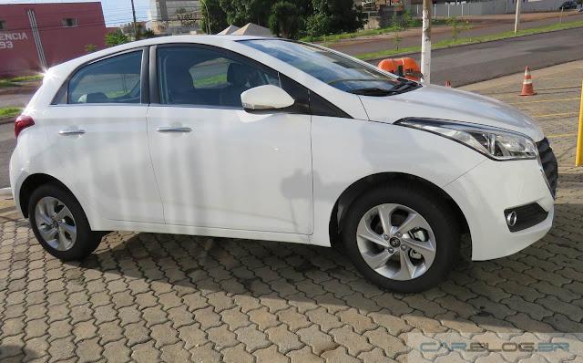 Hyundai HB20 2016 Branco com interior marrom