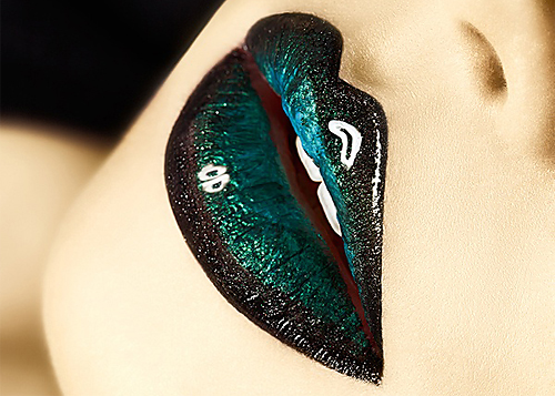 Gorgeous Green Lips with Black Border