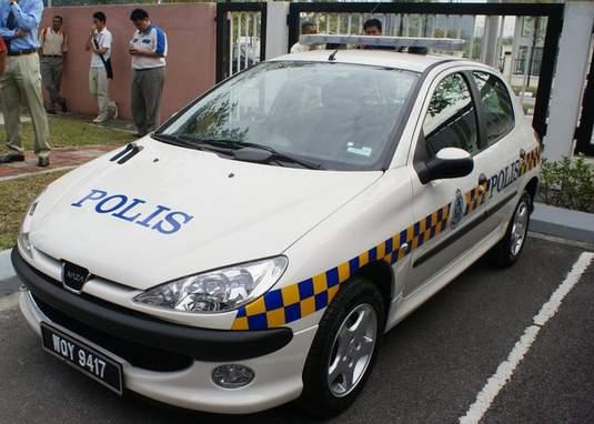 Kereta Polis naza S206
