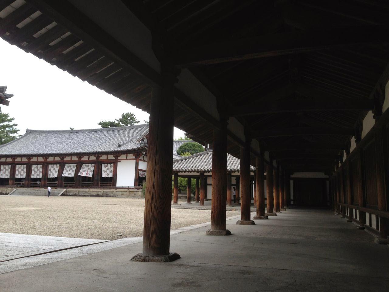 法隆寺西院回廊と大講堂