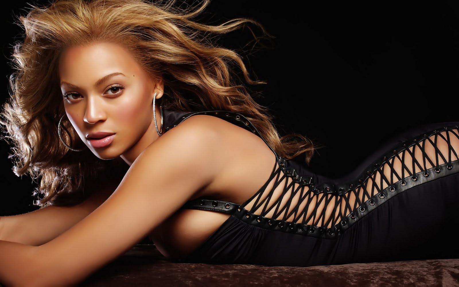 http://2.bp.blogspot.com/-SOnTVUkUXjw/TqLkV3gO-UI/AAAAAAAABnM/w4X3ZdB65B0/s1600/beyonce_knowles_41-wide-hd%2Bwallpapers-wallpape.in.jpg