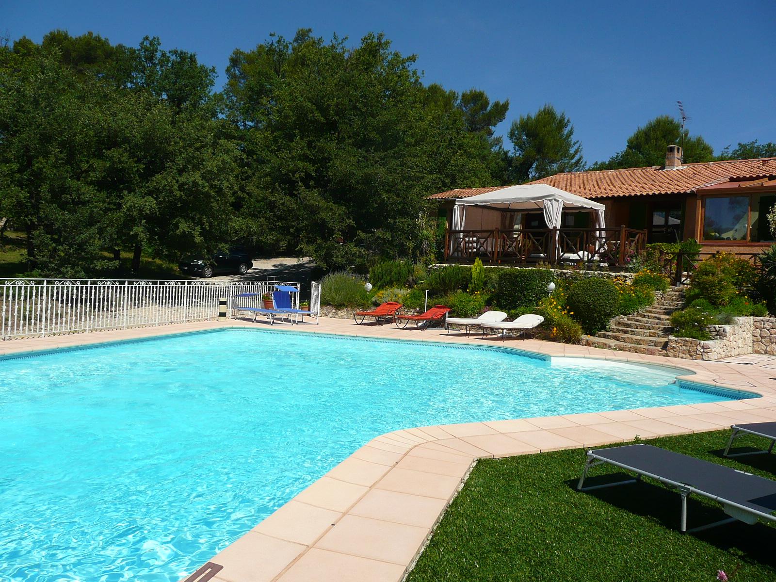 Bandb chambre d 39 h tes piscine chauff e jacuzzi entre aix en provence et cassis t l - Villa cassis chambre d hote ...