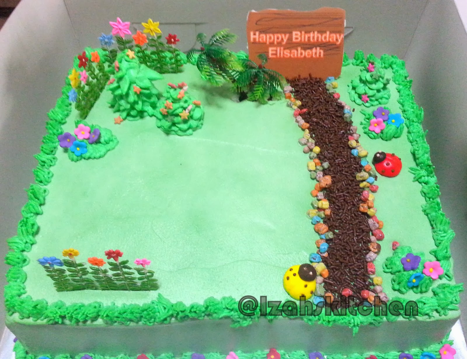 Izah\'s Kitchen: Garden Themed cake