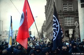 Русский Марш 2012, НС колонна. Кельтский крест и чёрное солнце