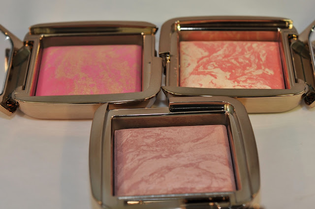 HOURGLASS Ambient Lighting Blush in Radiant Magenta, Diffused Heat and Mood Exposure