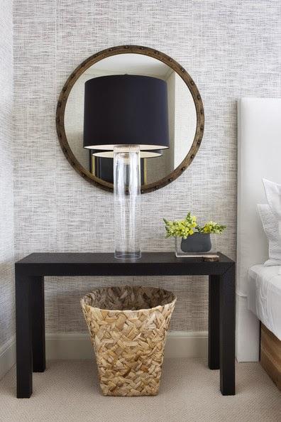 İnce cam ayağıyla modern görünümlü abajur alternatifi.