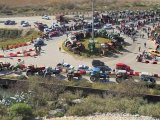 Μια «ανάσα» από την Αθήνα στήνουν τα μπλόκα τους οι αγρότες- Ποιες ώρες θα κλείσουν οι αυτοκινητόδρομοι