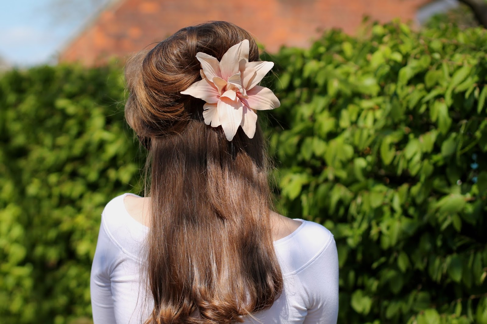 Peach pin-up hair lily