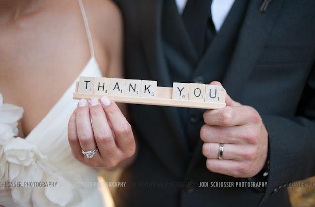 decorar una boda con letras scrabble