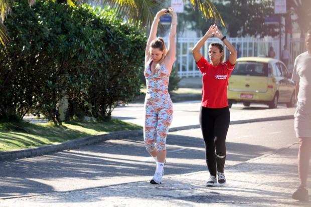 Susana Werner faz alongamento antes de iniciar corrida