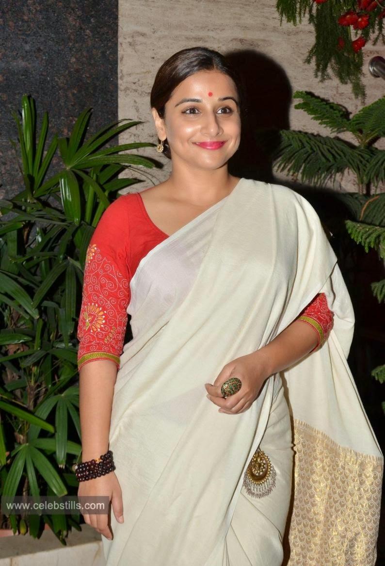 vidya balan hot in saree at the sculptor show photos