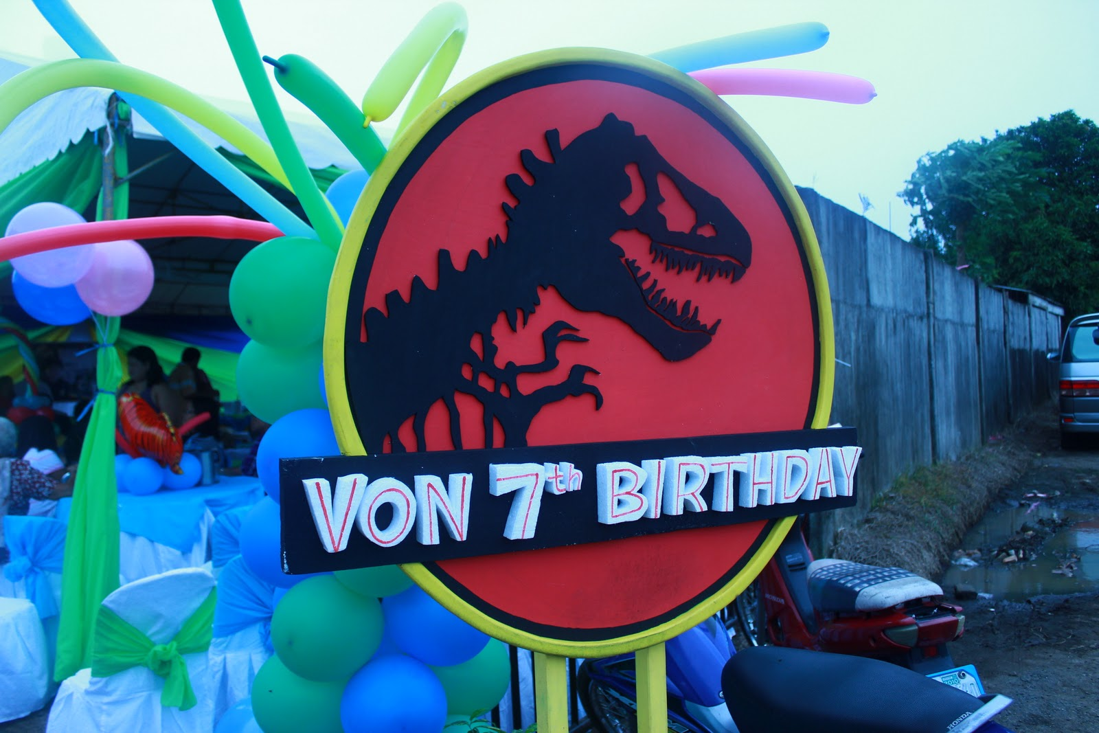the CHALEBRATIONS! blog: HOW ABOUT JURASSIC PARK?! | THEMED PARTY