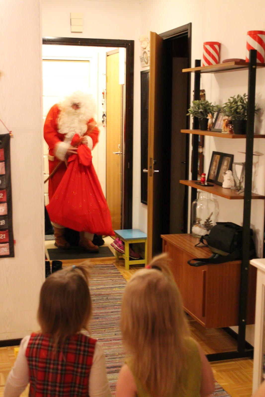 Vuosikymmenet vyöryvät. Joulupukki Tampere taivaltaa luo lasten kilttien joka jouluaatto joulupäivä