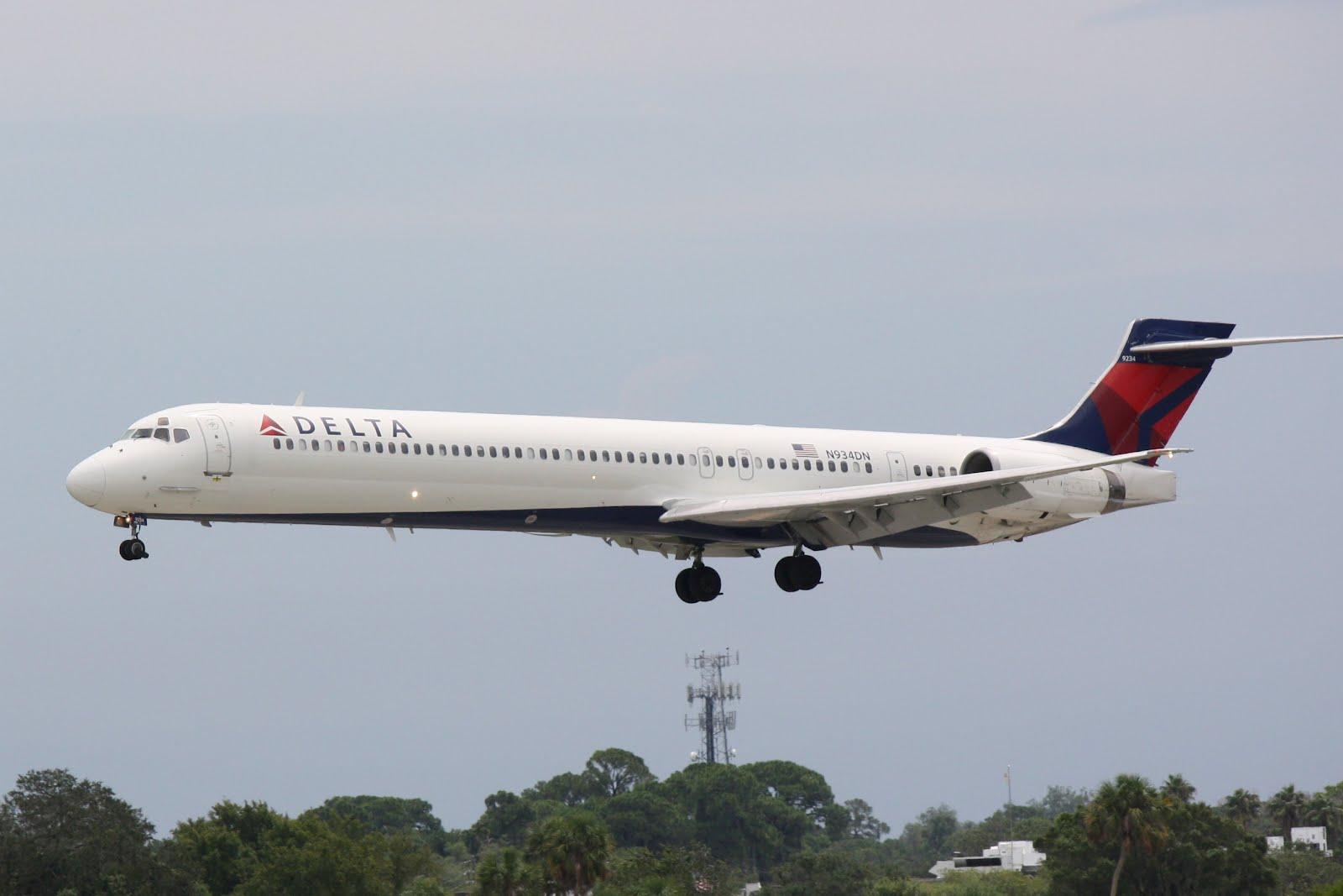 Delta McDonnell Douglas MD-90 (N934DN) | Donten ...