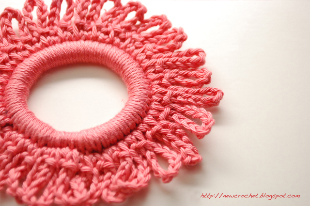 Crochet Hair Tie Patterns : the new crochet: Fancy up your hair tie {DIY tutorial}