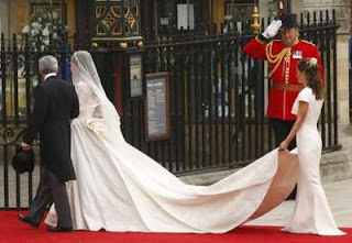 kate%2Bmiddleton%2Bdress%2Bperkahwinan%2B%25281%2529 GAMBAR & VIDEO PERKAHWINAN PUTERA WILLIAM DAN KATE MIDDLETON