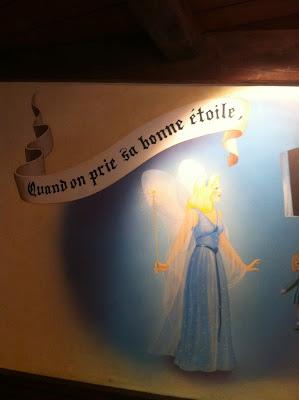 Pinocchio's Quand on prie la bonne étoile, When You Wish Upon A Star at Au Chalet de la Marionnette in Disneyland Paris