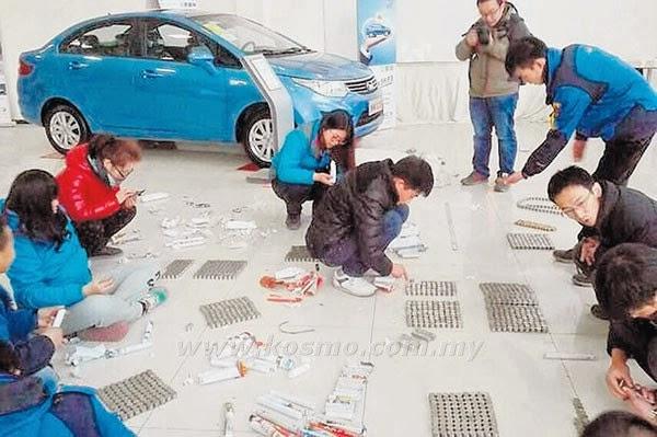 Jurujual Terkejut Lelaki Beli Kereta Bayar RM27 000 Guna Syiling