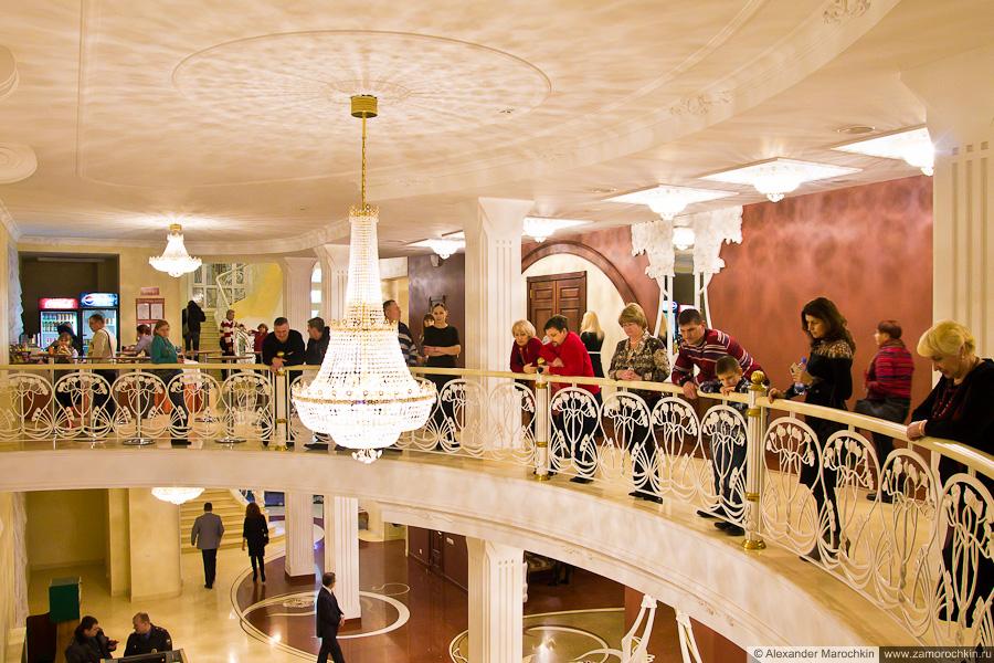 Зрители в ожидании концерта Бориса Гребенщикова
