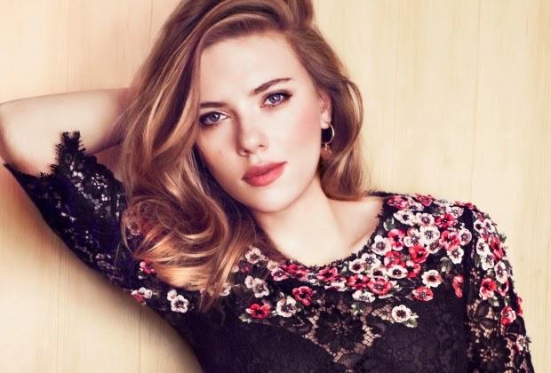 Scarlett Johansson forma banda feminina e lança música Candy