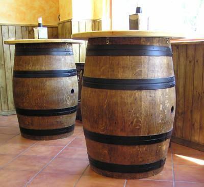 Icono interiorismo 12 ideas para decorar con barricas de vino - Como decorar una bodega rustica ...
