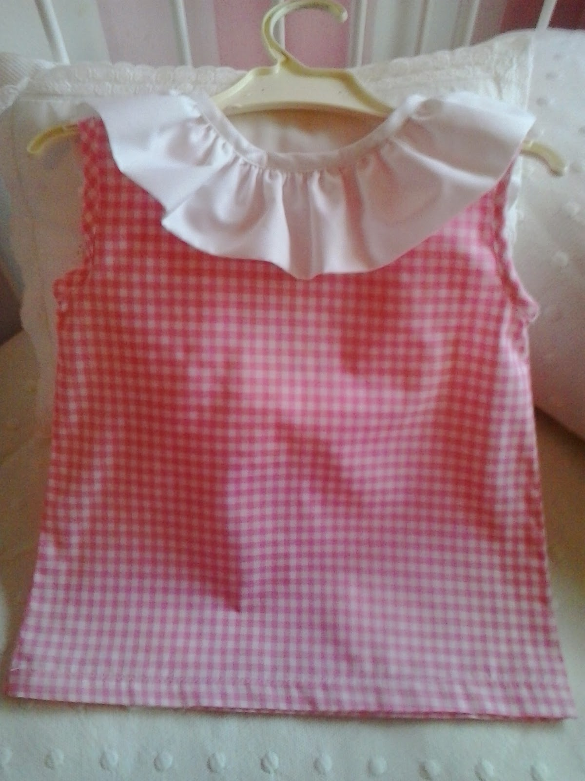 blusa de niña de vichy y volante en el cuello
