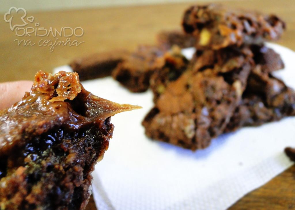http://www.brisandonacozinha.com/2012/08/brownie-com-nozes-e-caramelo.html