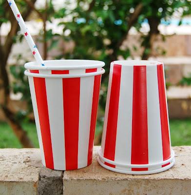 copos listrados vermelhos circo