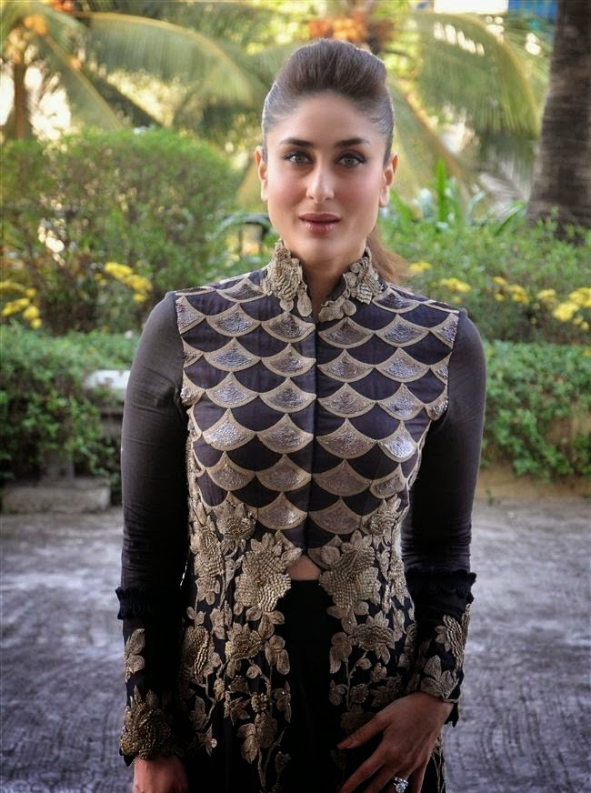 Kareena Kapoor latest hot xxx nude sexy navel show belly visible in her tight kurta pics