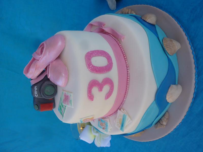 Una torta per te torta due piani per i tuoi trentanni for Disegna i tuoi piani architettonici