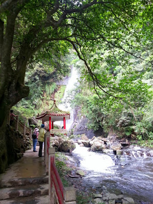 Morning walk to Wufengchi waterfall in Yilan