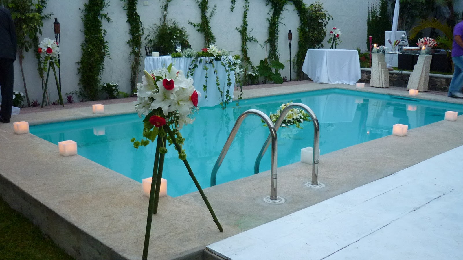 Ideas para decorar una piscina para boda aluzza for Ideas para decorar alrededor de la piscina