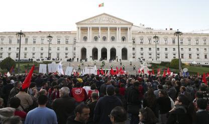 Greve geral: Manifestação em frente ao Parlamento resultou em sete detenções e um ferido