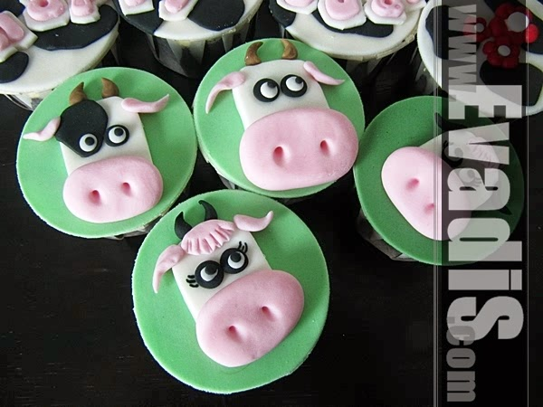 Cow headshot cupcakes close view picture