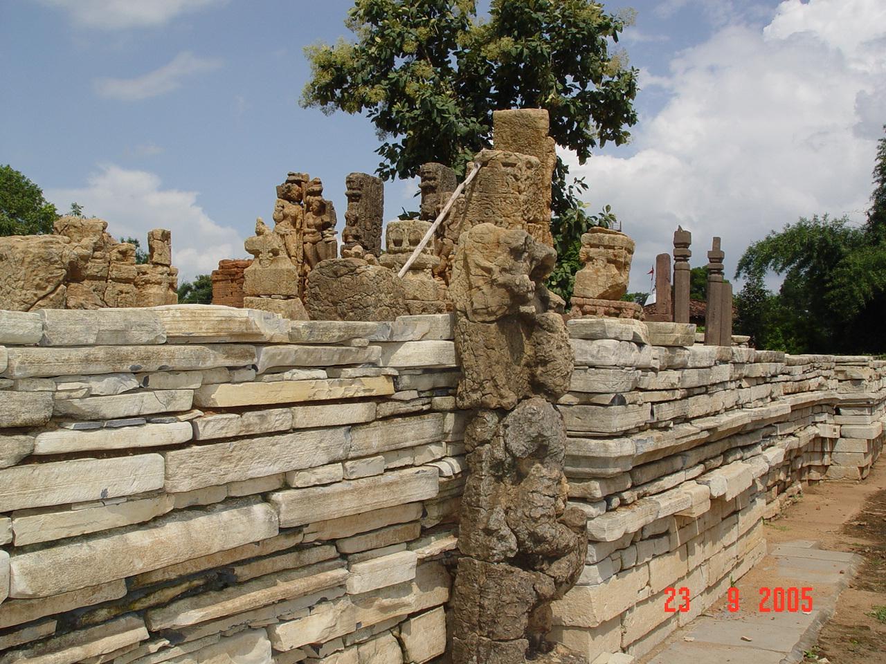 http://2.bp.blogspot.com/-SSzf8a6-3g8/Tih62vzR2JI/AAAAAAAABhM/X5Xnv-t8kWA/s1600/5th+C+Shiv+temple%2C+Sirpur+ruins.JPG