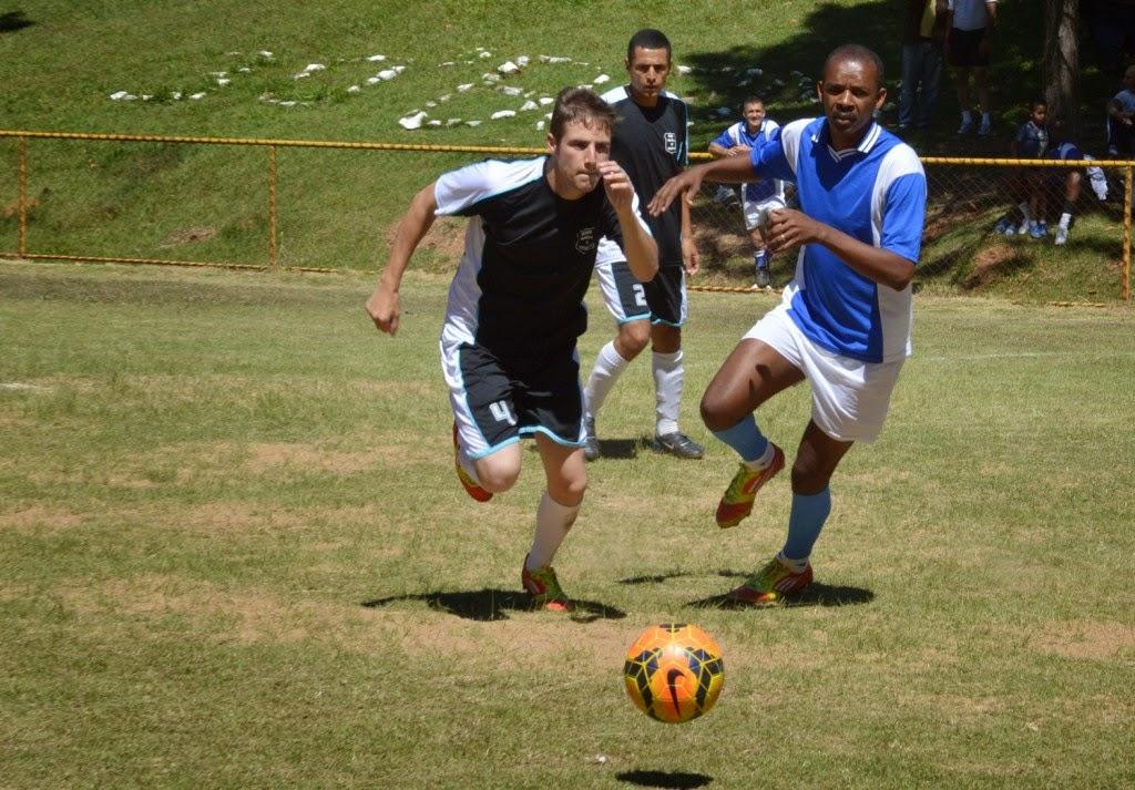 Equipes da PM e da Guarda Municipal se enfrentam na final do torneio de futebol pelo Dia do Soldado