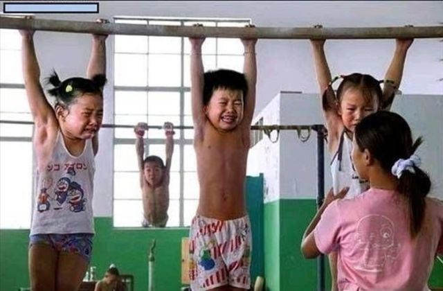الصين وكيفية صناعة الأبطال الألومبيين China-gymnasium-Olympic-children-29