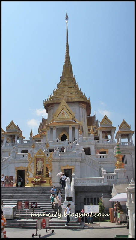 Sawadee Ka Bangkok    Wat Traimit  amp  Wat BenchamabophitWat Traimit