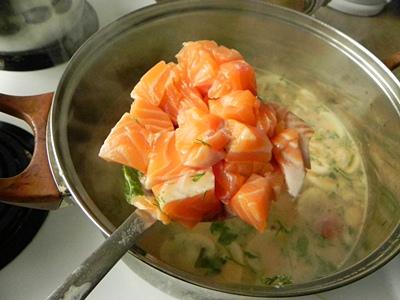 Биск с копченым лососем