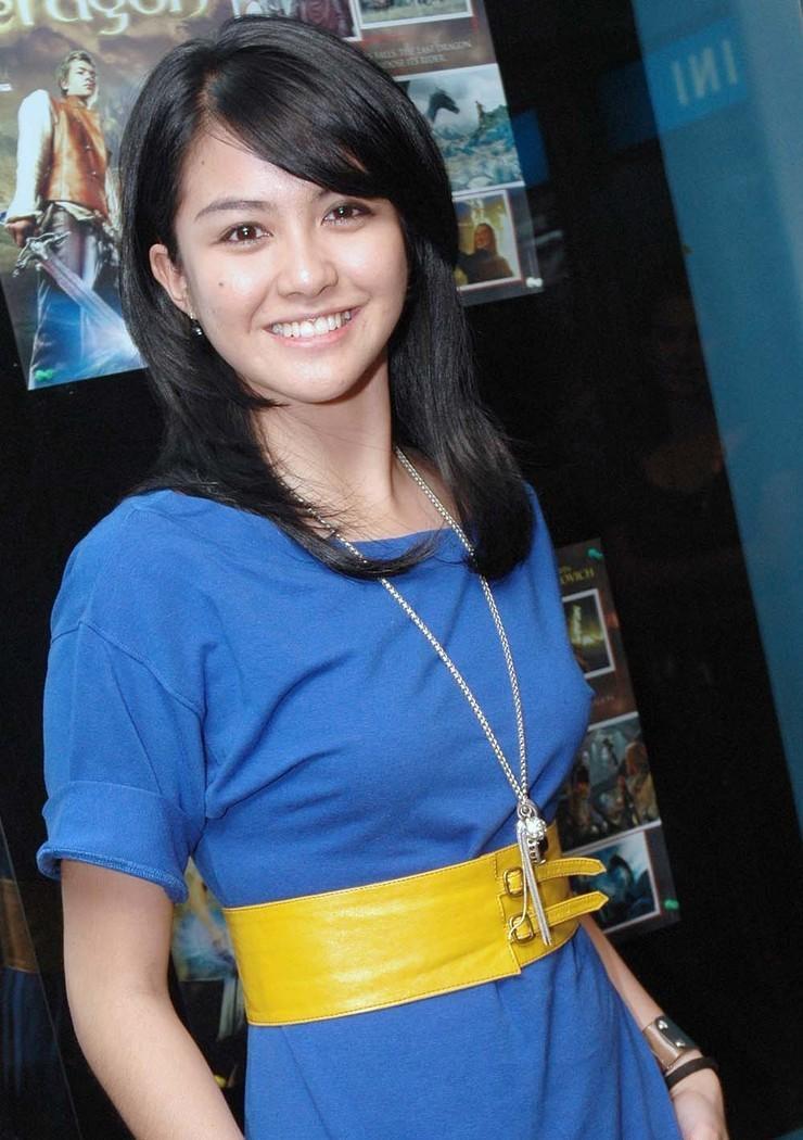 Revalina S. Temat - Photo Actress