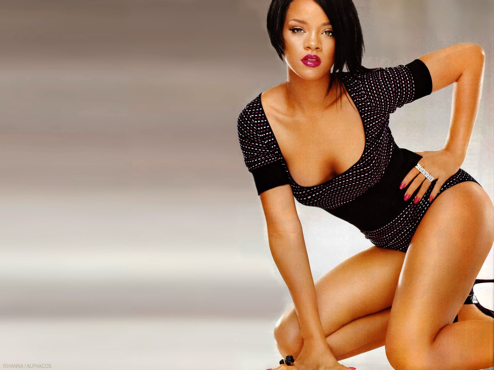 http://2.bp.blogspot.com/-STVg1SiZ0Zw/TncwMhBsSfI/AAAAAAAACPQ/ml2o6boVvRQ/s1600/rihanna-wallpapers-10-rihanna-wears-sexy-bodystocking-wallpaper.jpg